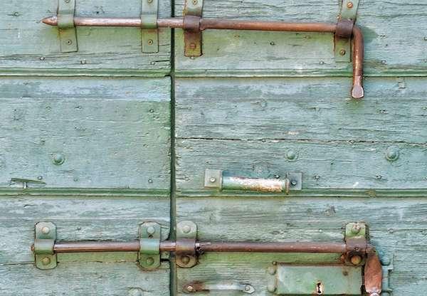 Kan je een bestaande deur beveiligen tegen inbraak?